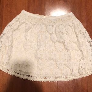 American Eagle white laced flower skirt